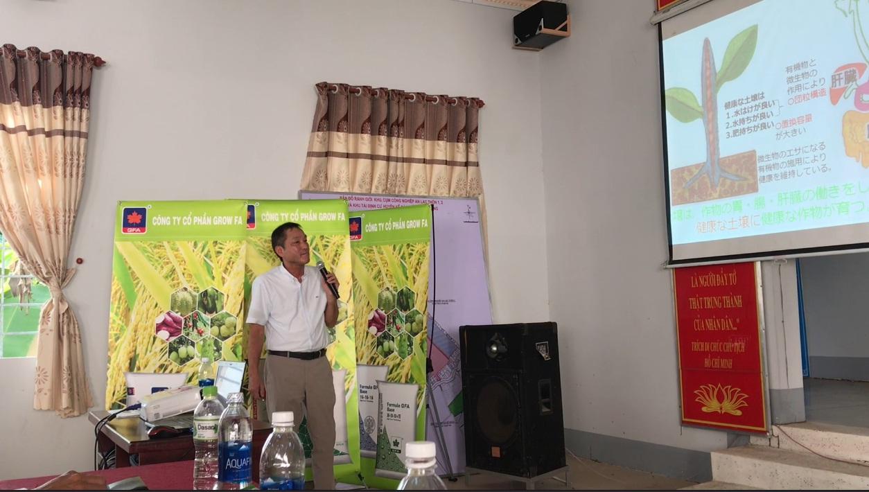Ông Fukuhara Tamotsu Giám đốc bán hàng của Công ty Kume Nhật Bản trình bày vai trò vi sinh vật trong đất